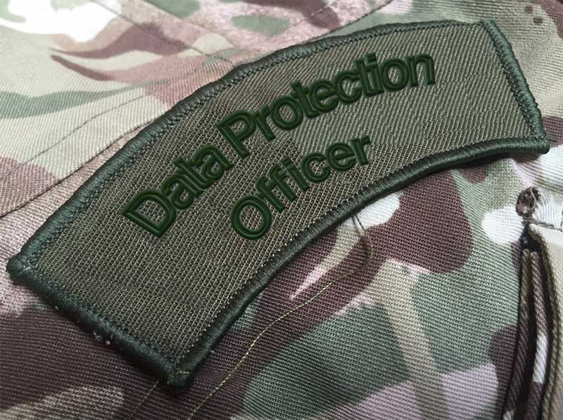 Legeruniform met tag Data Protection Officer